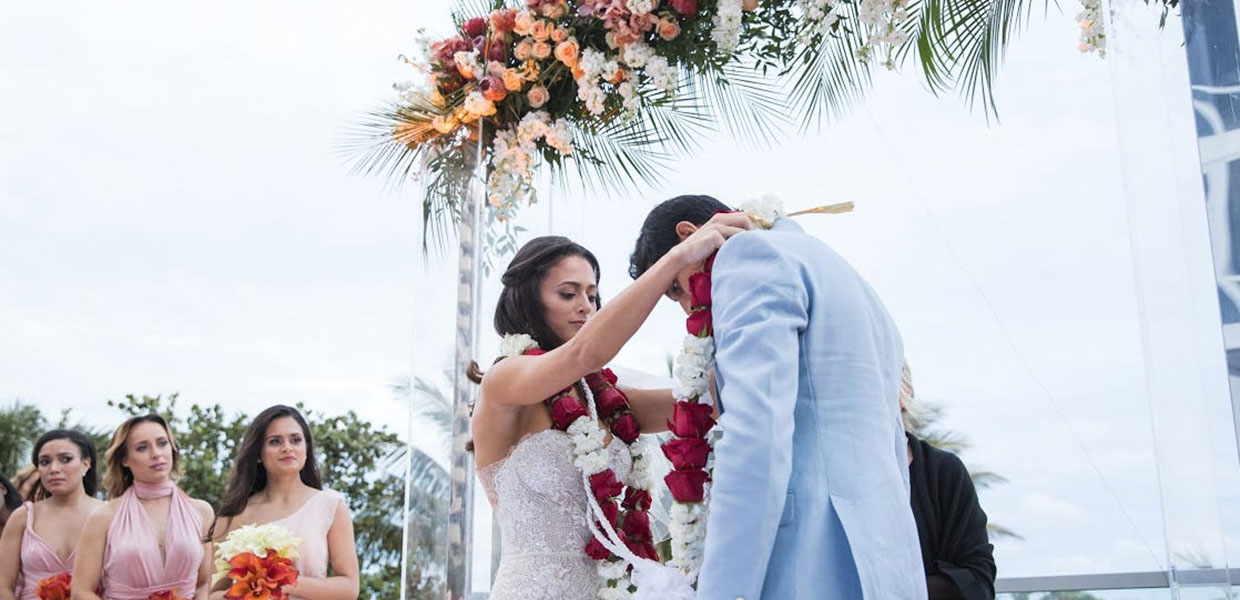 Indian wedding tradition, exchanging the garland